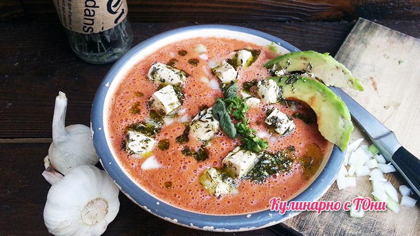 Студена доматена супа с веган сирене
