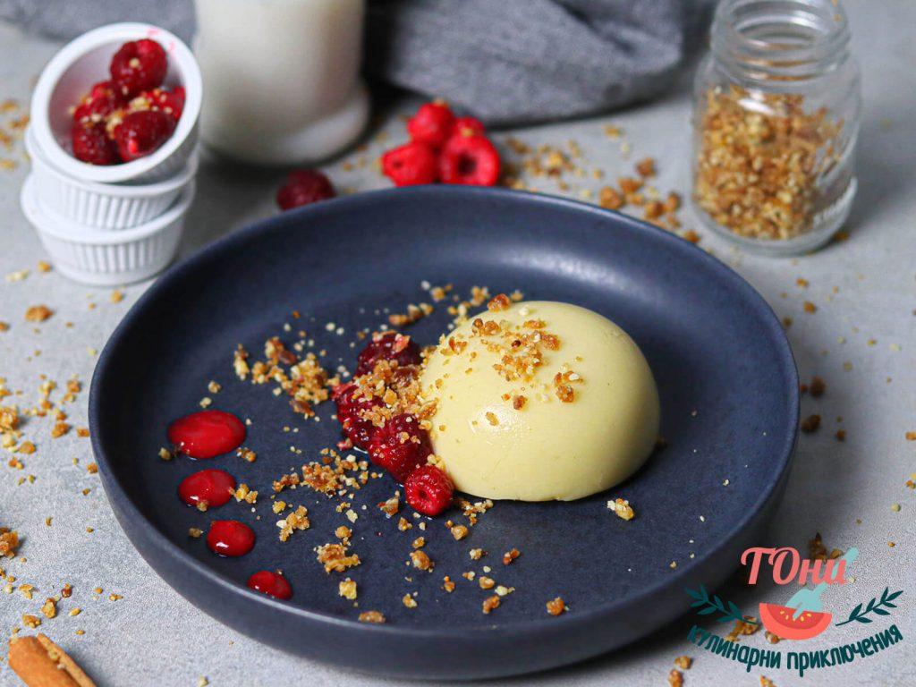 Веган ванилова панакота с бисквитен крънч и малиново сорбе